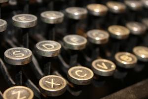 typewriter-1144164-639x426